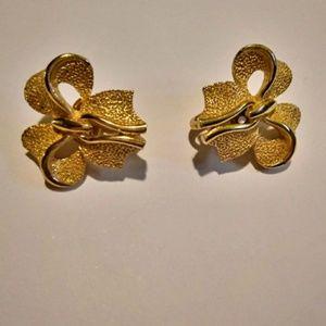 Vintage Crown Trifari Bow Clip On Earrings